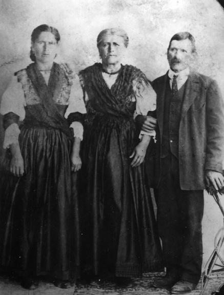 17. Maternal Great gradparents, Carmine & Maria (Leone) Salvucci, and daughter Anna