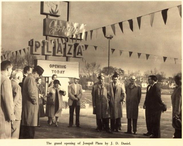 55b. Grand Opening Jonquil Plaza , 1957.jpg (Marietta Daily Journal)