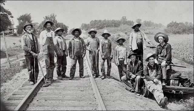 6. Mexican immigrant railroad workersoborder