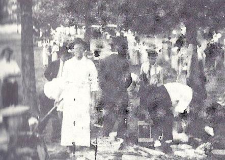 13. First Baptist Church Fish Fry, 1924