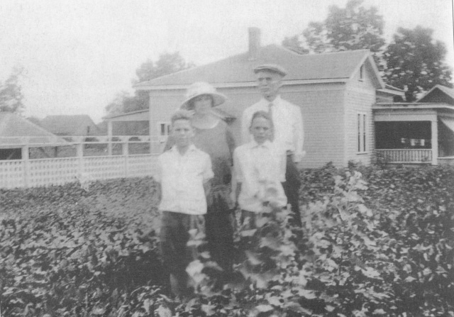 1ja. The Konigsmarks (Henry Sr. and Alma Reed) and their sonsHenry, Jr. & Reed)