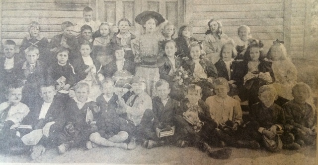 7. Mazie Whitfield and 2nd grade class 1908