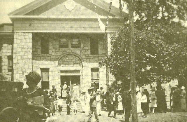 7. Parishioners entering First Baptist Church, 1924 copy