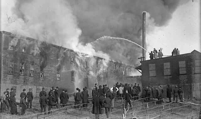 9. StockyardsFire1910_Lo