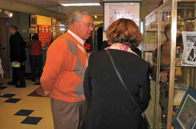 1. Boston Mayor Tom Menino tours the BA Heritage Museum, 2-7-07